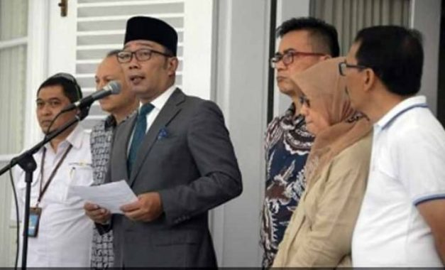 Gubernur Jawa Barat, Ridwan Kamil, menjelaskan soal perkembangan kasus virus corona di Provinsi Jawa Barat, Minggu, 15 Maret 2020. Foto: Pemprov Jawa Barat